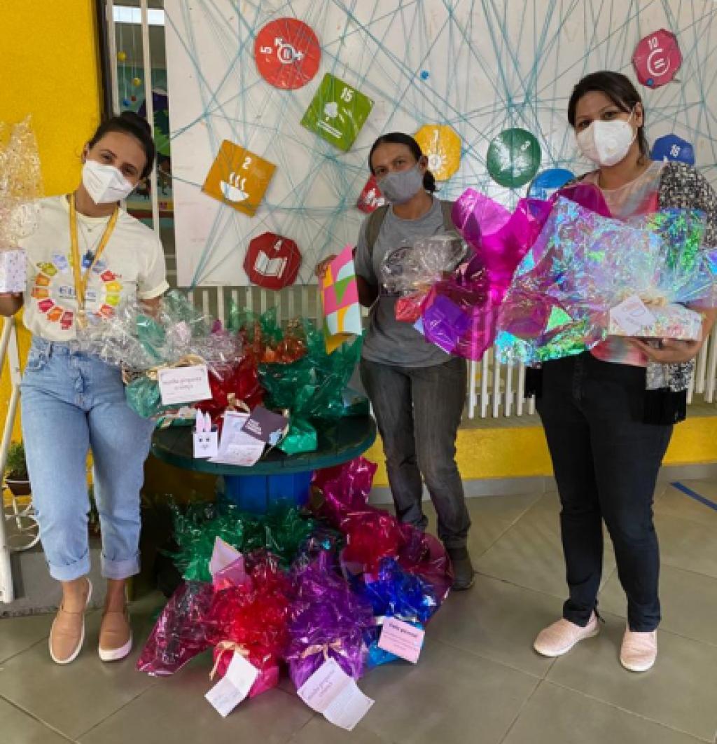 Cidades - Projeto Páscoa Solidária: Colégio Ethos/Mundo Encantado entrega  bombons para Cooperativa de Reciclagem