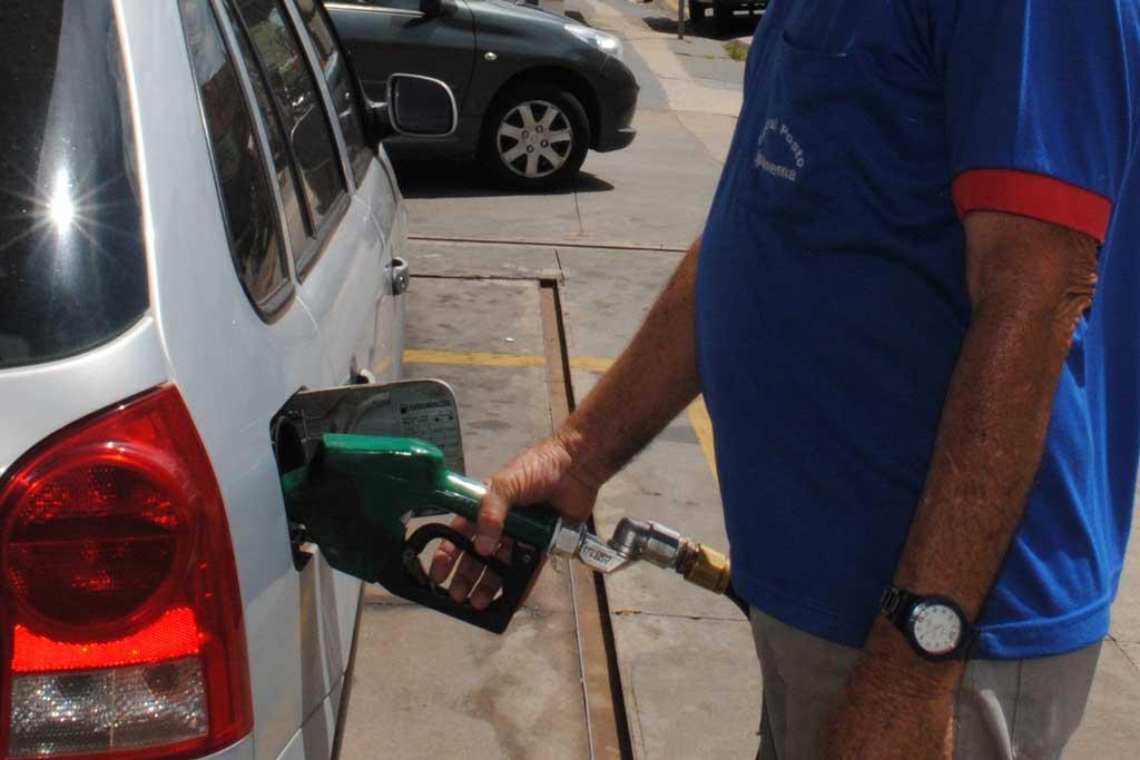 Cidades -  Preço da gasolina já se aproxima de R$ 4 em SB