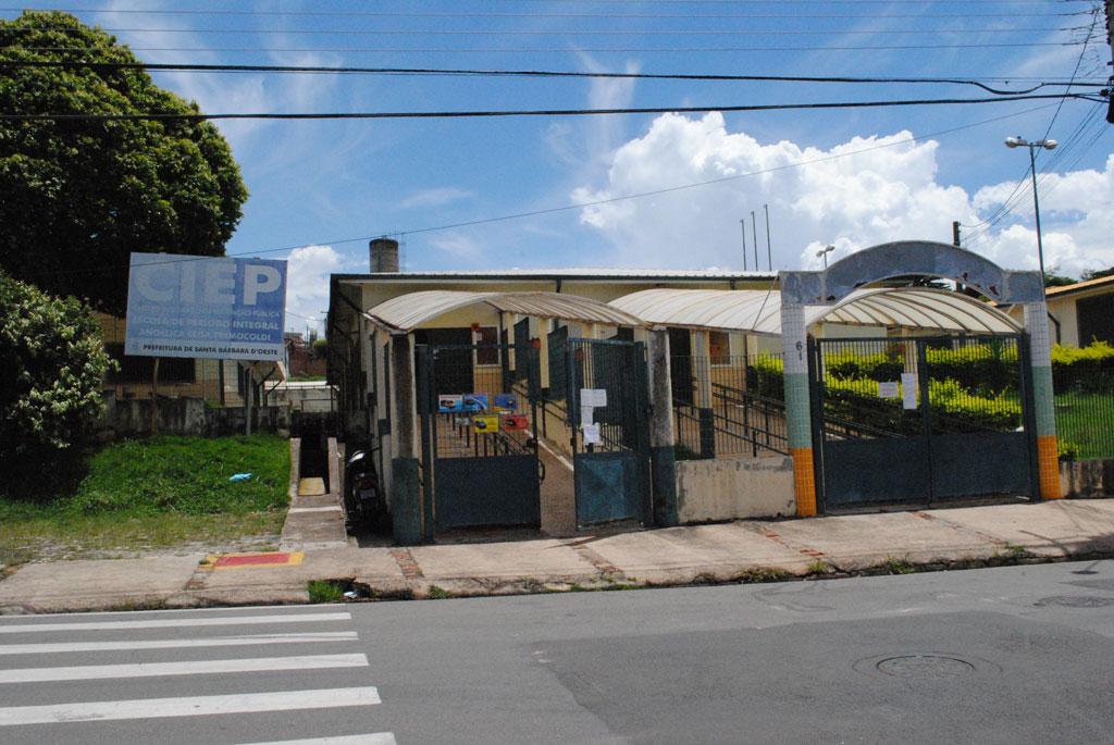Polícia - Vândalos danificam Ciep no Jardim das Orquídeas