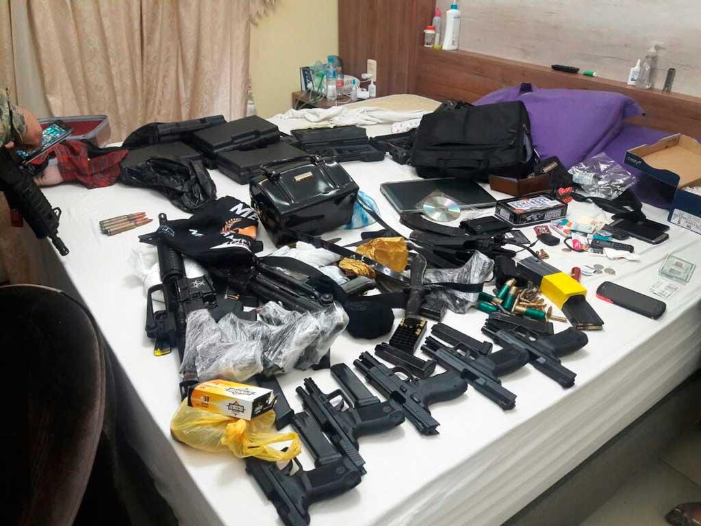 Polícia - Grupo é preso no Paraguai com fuzis e suspeita é de ligação com tráfico na fronteira