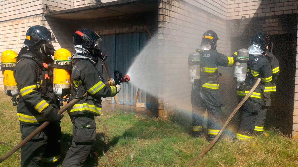 Cidades - Corpo de Bombeiros realizam treinamento de resposta operacional no Olaria