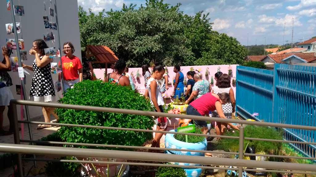 Foto Do Dia - Inauguração jardim e horta suspensa