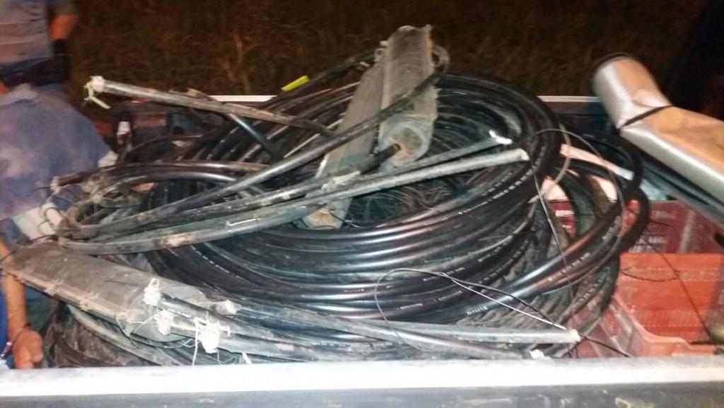 Polícia - Dupla é presa furtando cabos  telefônicos