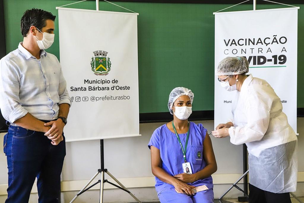 Cidades - Vacinação contra Covid-19 começa em Santa Bárbara d'Oeste