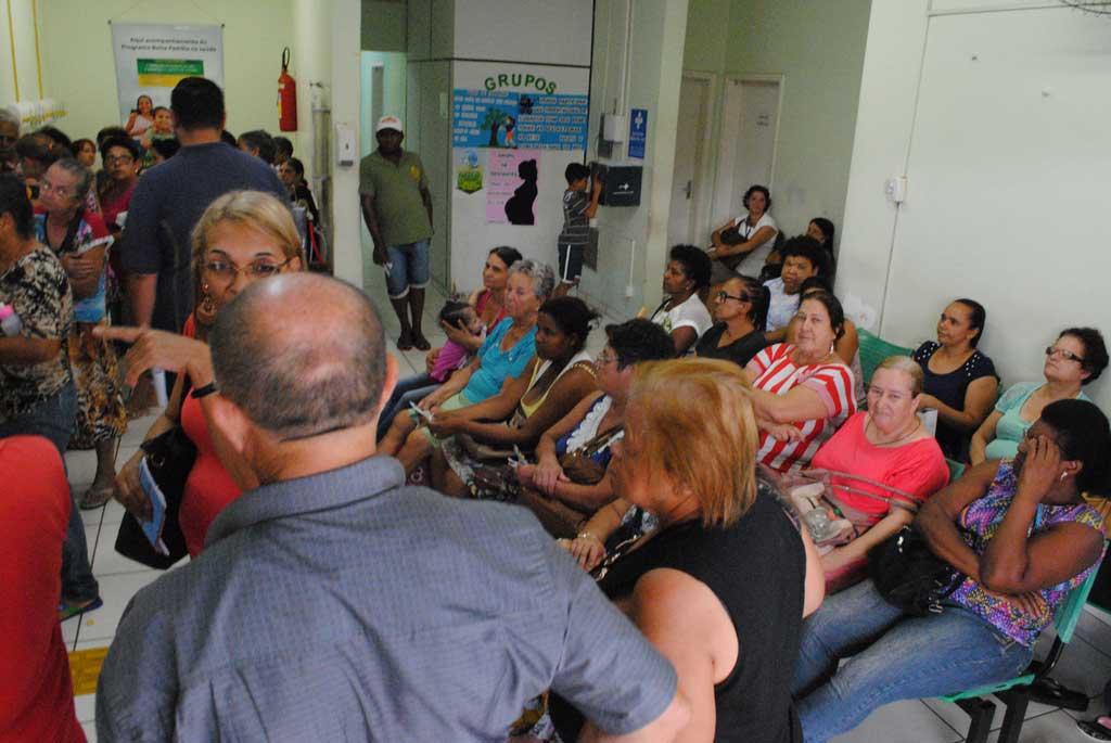 Saúde - População enfrenta fila para marcar consulta agora na UBS da Cidade Nova