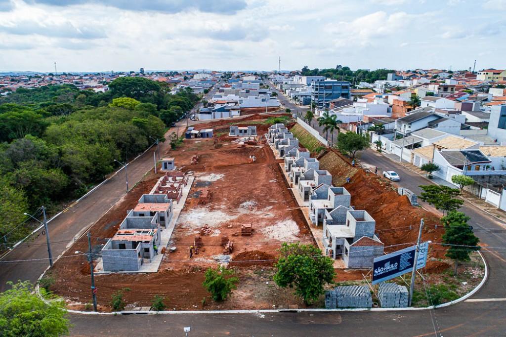 """Cidades - Avança a construção das 28 moradias do """"Vida Longa"""" de Santa Bárbara"""