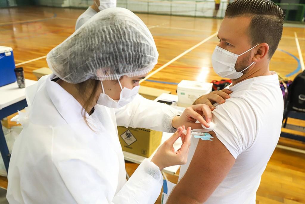 Cidades - Mais de 1,7 mil barbarenses ainda não tomaram a 2ª dose da vacina