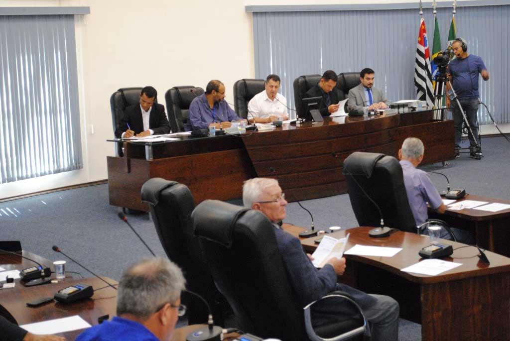 Cidades - Vereadores acatam veto e aprovam dois projetos