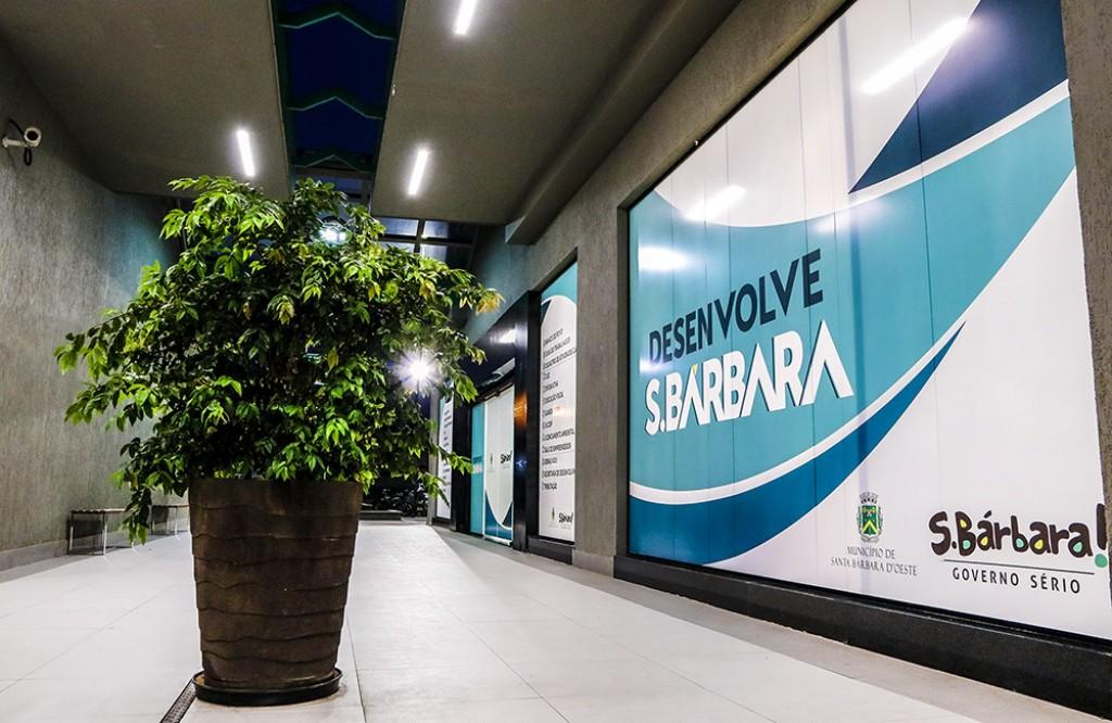 Cidades - Prefeito inaugura o Desenvolve S.Bárbara