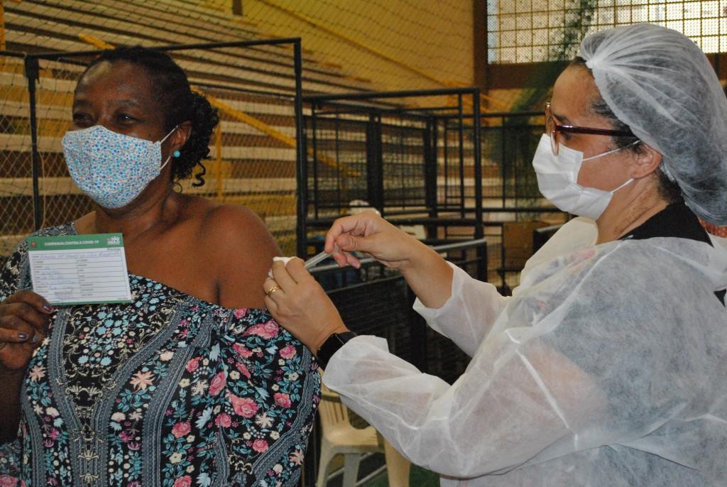 Cidades - Começa hoje a vacinação contra a Covid-19 para pessoas entre 43 e 49 anos