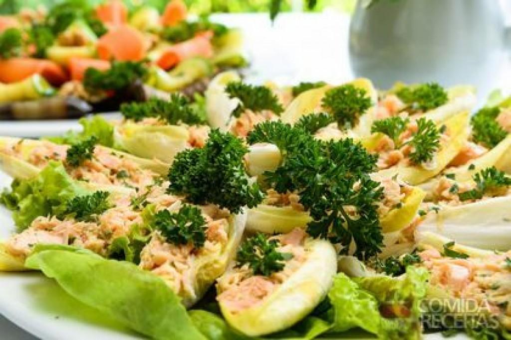Receitas - Barquete de endívia com salmão marinado
