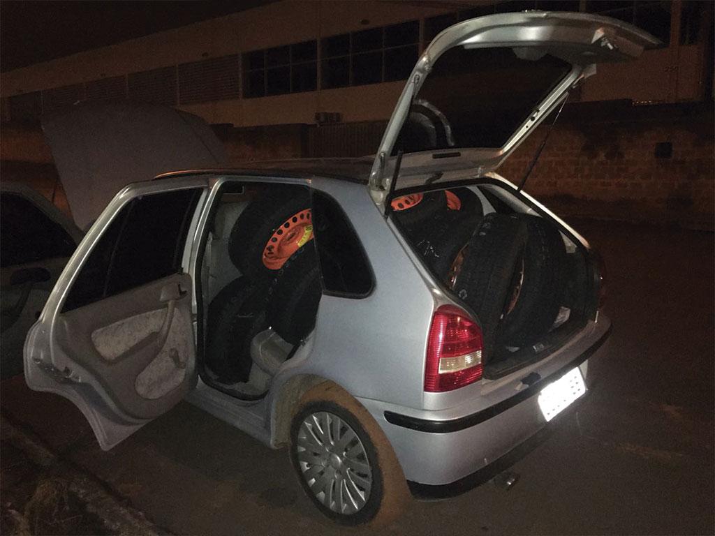 Polícia - Ladrões furtavam estepes em concessionária