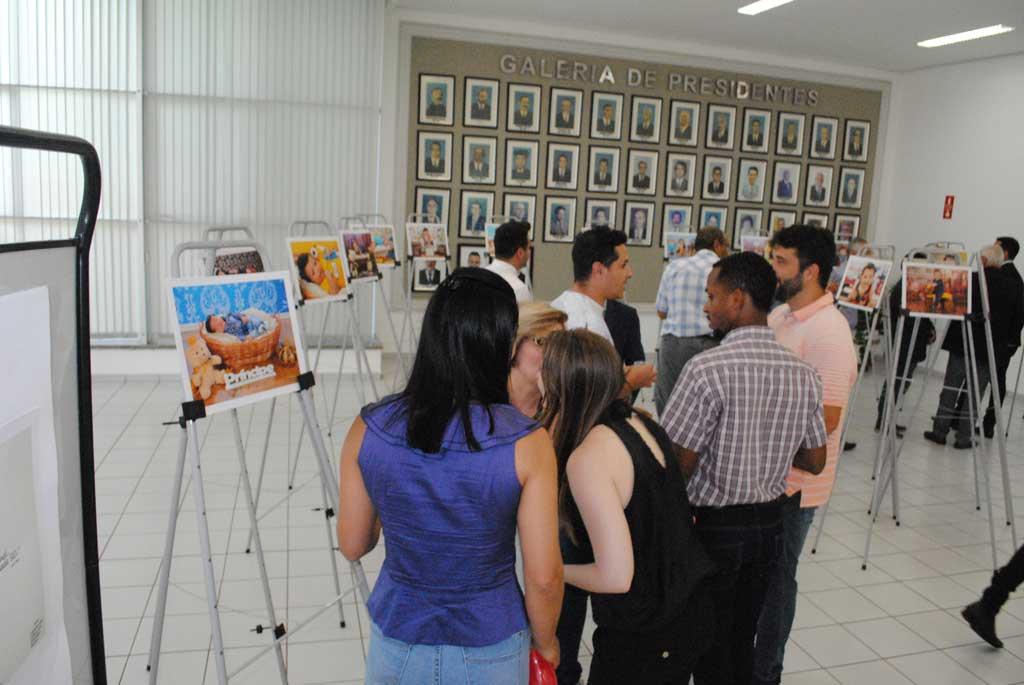 """Cidades - Aberta exposição """"Mês das Crianças"""""""