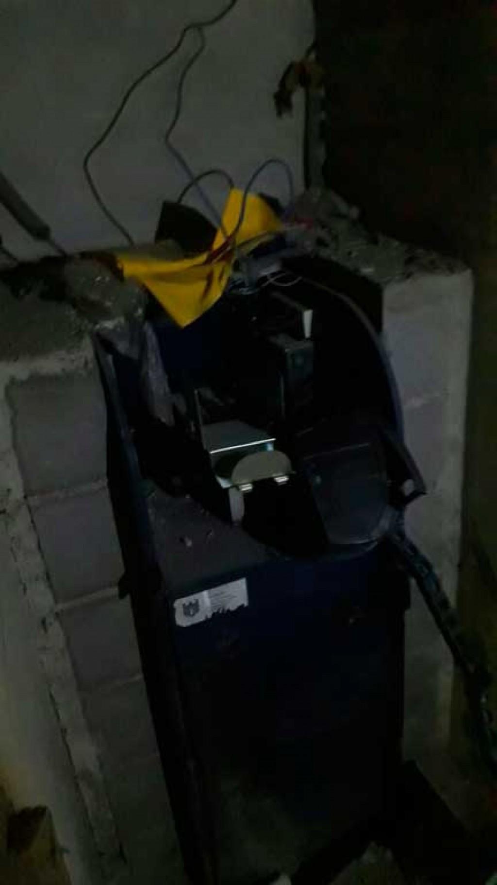Polícia - Ladrões tentam explodir cofre de posto