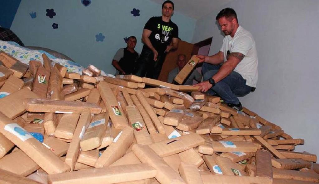 Polícia - Barbarense é preso com 4 toneladas de maconha em chácara