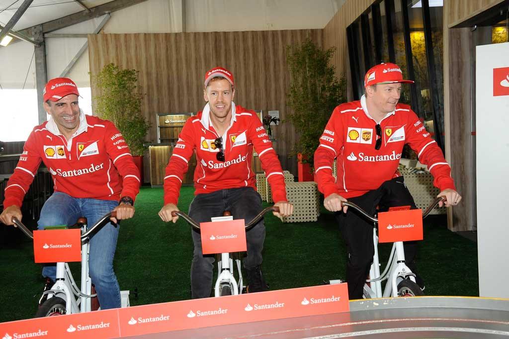 Cidades - Pilotos da Ferrari pedalam bicicletas de bikerama de empresa barbarense