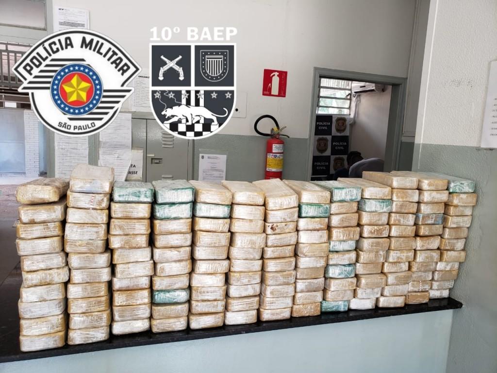 Polícia - BAEP apreende 137,8 kg de crack em Kombi