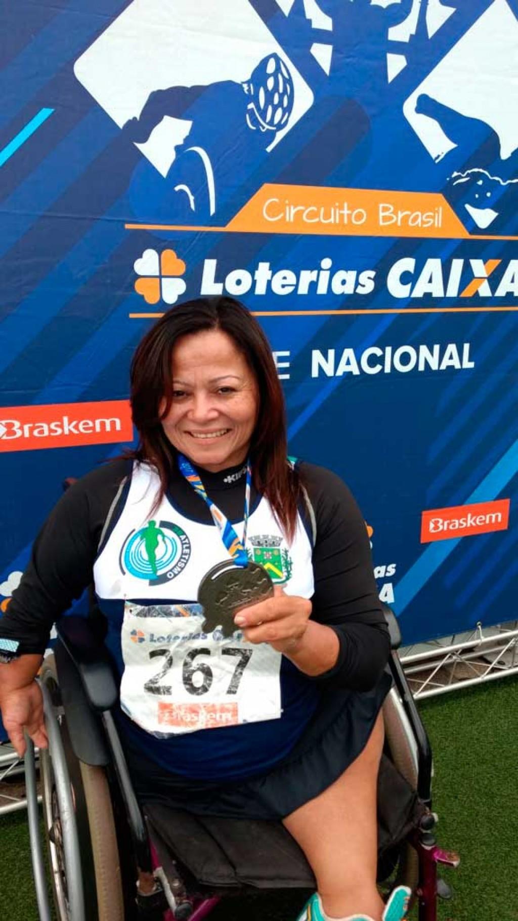 Esporte - Mary conquista duas medalhas em competição nacional