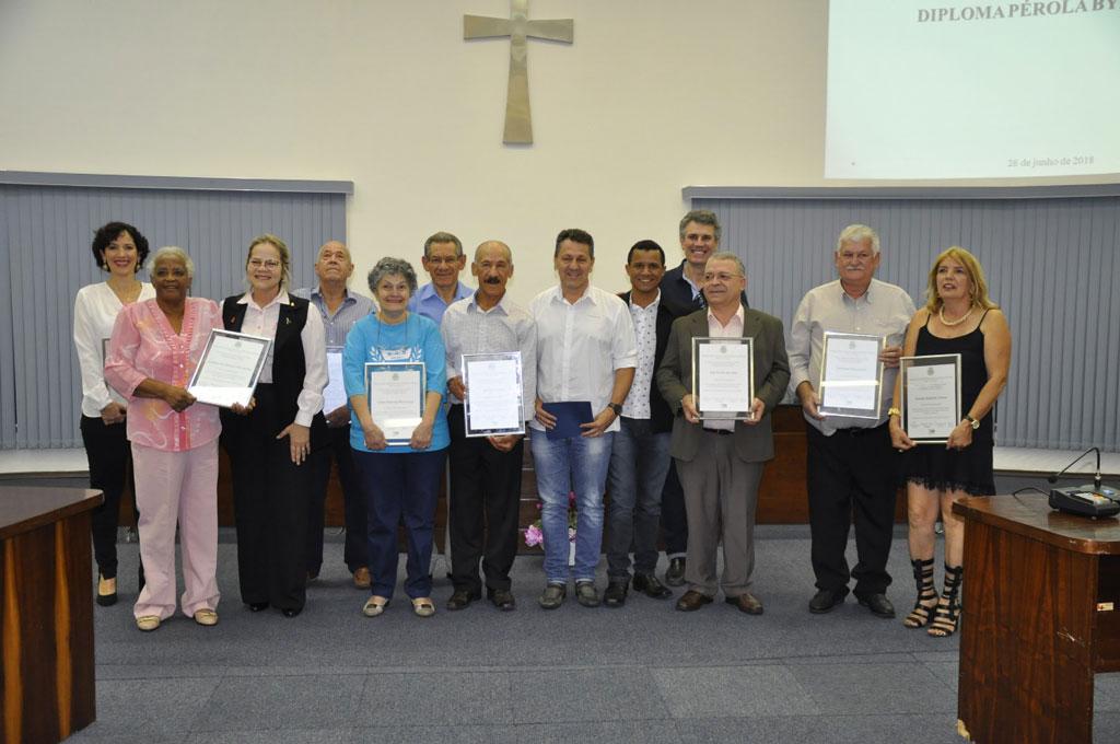 Cidades - Câmara entrega Diploma Pérola Byngton