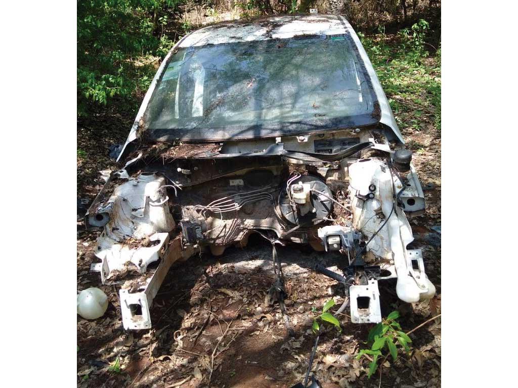 Polícia - Dois carros depenados localizados em mata